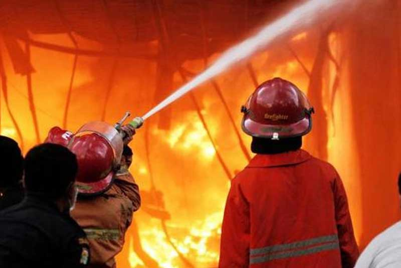 Satu Kontrakan di Cimone Ludes di Lalap Api, Bocah 3 Tahun Tewas Terbakar bocah 3 tahun tewas terbakar Bocah 3 Tahun Tewas Terbakar, Satu Kontrakan di Cimone Ludes di Lalap Api Satu Kontrakan di Cimone Ludes di Lalap Api Bocah 3 Tahun Tewas Terbakar