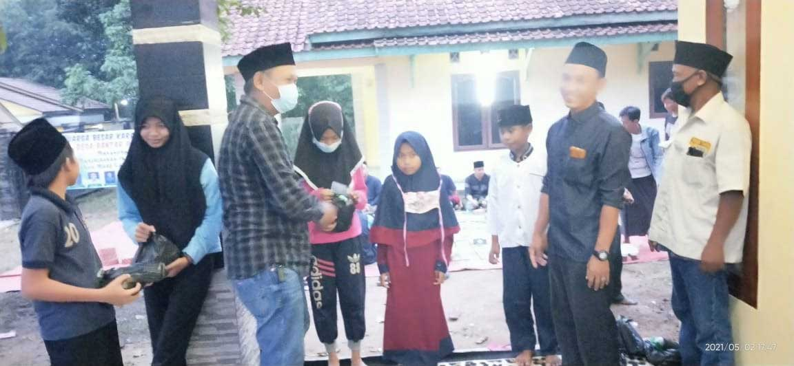Keluarga Besar Karang Taruna Desa Bantar Panjang Santuni Puluhan Anak Yatim